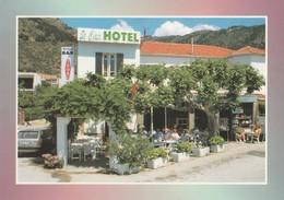 LA LAVANDOU (83). SAINT CLAIR HÔTEL. Terrasse Animé - Hotels & Restaurants
