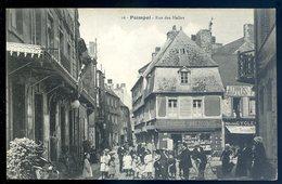 Cpa Du 22 Paimpol  Rue Des Halles       SEPT18-31 - Paimpol