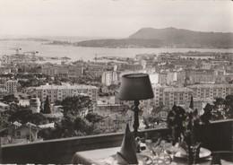 """TOULON (83). Vue (sur La Rade) Prise D'une Baie Du Restaurant """"La Tour Blanche"""". Table Mise Et Lampe - Toulon"""