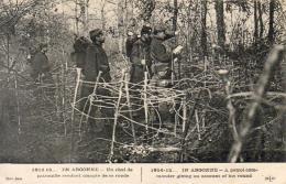 GUERRE 1914- 1918 WW1  EN ARGONNE  Un Chef De Patrouille Rendant Compte De Sa Ronde ... - Guerre 1914-18