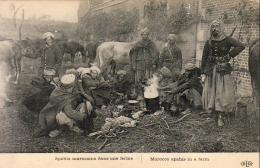 GUERRE 1914- 1918  WW1  Spahis Marocains Dans Une Ferme   ... - Guerre 1914-18