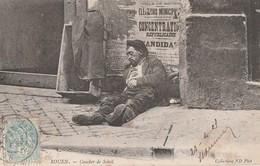 UN COUCHER DE SOLEIL A ...ROUEN - BEAU PLAN D'UN HOMME SEMBLANT FATIGUE ADOSSE A UN MUR, PORTANT DES CHAUSSURES A CLOUS - Postcards