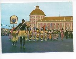 Afrique - Angola Le Carnaval De La Victoire  1981 (au Fond La Banque Nationale) Danse - Angola
