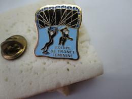 PIN'S   EQUIPE DE FRANCE  FEMININE - Paracaidismo