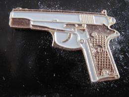 5 PINS ARMES  PISTOLETS REVOLVER   T.B.E. - Militaria