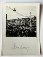 Photographie Originale Ancienne Cherbourg 50 Foule Drapeau - Plaatsen