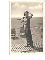 Théme-Mode- Portrait D'une Jeune Femme  En Tenue De Plage Portant Un Pantalon En 1930 - Mode
