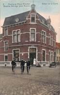 Fexhe Le Haut Clocher - Hôtel De La Gare (café, Animée, Trio De Facteur Gendarmes Colorisée, 1911) - Fexhe-le-Haut-Clocher