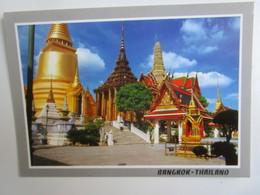 Bangkok. Golden Pagoda, The Mondhop And The Prasart Pradhep Bidorn In The Emerald Buddha Temple. Phornthip C269 - Thaïlande