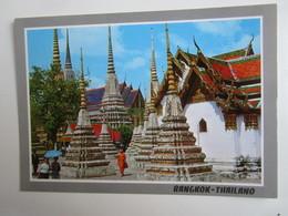 Bangkok. Inside Wat Pho. Phornthip Phatana 578 - Thaïlande