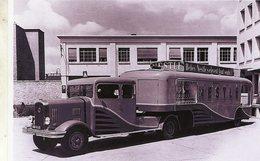Un Camion Et Remorque Publicitaire LATIL Pour La Marque Nestlé  -  15x10 PHOTO - Vrachtwagens En LGV