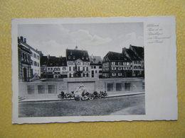ALTKIRCH. La Place De La République Et Le Monument Aux Morts. - Altkirch