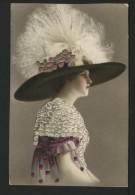 Mode Du Chapeau - CPA Magnifique En Relief Brodées - Moda