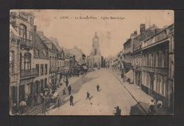 CPA . Dépt.62. LENS . La Grande Place . Église St-Léger . Animation . - Lens