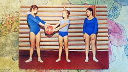 LITTLE GIRL -  School In Soviet Union  - OLD USSR Postcard -1972 - FILLE - FILLETTE - Basketball - Groupes D'enfants & Familles