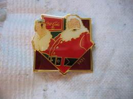Pin's Coca Cola Année 1892: Pere Noel Avec Un Verre De Coca Cola - Coca-Cola