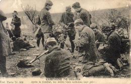 GUERRE 1914- 1918  WW1  Après Le Combat, Les Mitrailleurs Nettoient Leur Pièces  ... - Guerre 1914-18