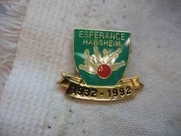 """Pin's Des 60 Ans Du Club De Bowling """"l'Esperance"""" à HABSHEIM  1932-1992 - Bowling"""