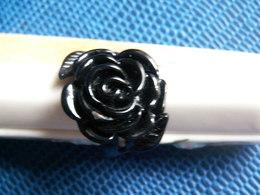 BAGUE PLASTIQUE Forme Fleur - Bagues