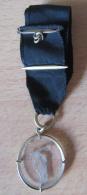 """Médaille """"Lanceur De Disque"""" En Verre Et Métal Doré, Avec Ruban Noir - Frankreich"""