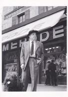 Thèmes >  Photographes > Doisneau Robert Doisneau Rue Jacques Prevert 1955 - Doisneau