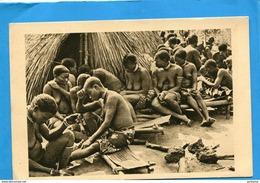 OUBANGUI CHARI-A E F -TCHAD- Gros Plan Femmes Devant La Case Du Chef Boubou  Funérailles-années 1910-20-édition Bègne - Chad