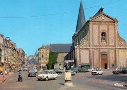 Boulogne Sur Mer - L ' église Saint Nicolas Et La Grande Rue (voitures Citroën Ami8, Renault 4L Etc..) - Boulogne Sur Mer