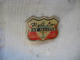 Pin's Aviation: Flight Line PAT MASTER. This Garment Must Be Worm During All Flight - Luftfahrt
