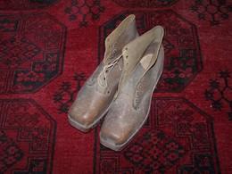 Paire De Chaussure Ancienne En Cuir Avec Semelle En Bois ..... - 1914-18