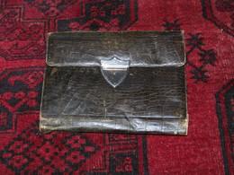 Porte Documents Ou Lettres Ancien En Cuir De Couleur Verte...  23cmx18cm ...en Tbe.... - Militares