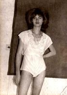 Photo Originale Femmes Pin-Up Sexy En Sous-Vêtements Vers 1970 - Coquine & Mannequin à Demi Nue ! Lingerie érotique - Pin-ups