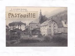 CPA.    -   58.  LA  CLUSAZ  (Hte-Savoie)  -  Chaîne Des Aravis  (1.500 M. D'alt.) - La Clusaz