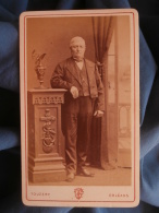 Photo CDV Touzery à Orléans - Notable En Pied, Décor De Studio, Circa 1880 L400A - Anciennes (Av. 1900)