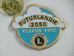 "Pin's - Association LIONS ""FUTURLANDIE 2050"" VERDUN 1992 - Associazioni"