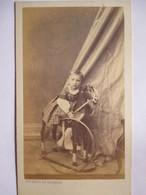 Photo Ancienne CDV  Epoque Napoléon III - Enfant Sur Cheval De Bois - Photo Thobert De Cassien, Marseille - TBE - Photographs