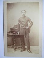 Allemagne - TORGAU - Photographie Ancienne CDV - Vers 1870 - Jeune Homme Dans Uniforme à Identifier - Photo R. Könitz - - Photographs