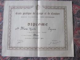 Diplôme-LYON VILLEURBANNE 1942 ECOLE PRATIQUE DE COUPE & DE COUTURE- Diplôme Mention Bien  -Blanc Née à SIGNANS Var 1924 - Diplômes & Bulletins Scolaires