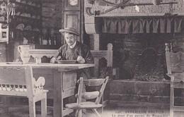Carte 1905 INTERIEUR BRETON / LE DINER D'UN PAYSAN DE ROSPORDEN - France