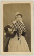 CDV Circa 1870 F. Tessaro à Anvers . Laitière . - Photographs