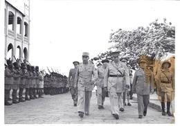 CONGO BELGE- LEOPOLDVILLE, Gal DE DIV. FRANCAIS ASTIER DE VILLATTE COMMANDANT - CONGOPRESSE Fevrier 1951 - War, Military