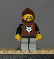 Lego Personnage Wolfpack Loup 1 Avec Bras Noirs, Jambre Grise Capuche Brune Ref Cas072t - Lego Technic