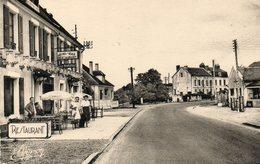 CPSM - NEUVY-sur-LOIRE (58) - Aspect De L'Hôtel Le Nivernais En Face De La Station Service Dans Les Années 50 - France