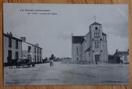 85 : L'Oie - La Place De L'Eglise - Animée : Petite Animation - Attelage - (n°13324) - France