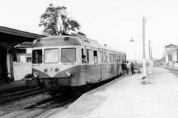 Vitrey-Vernois. Autorail X 2800.. Express Plombières-les-Bains - Culmont-Chalindrey. Cliché Jacques BAZIN. 12-08-1971 - Trains