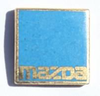 Petit Pin's MAZDA - Le Logo Sur Fond Bleu - H425 - Badges