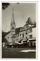 Larochette - Place Du Marché Avec église - Cafés Du Commerce, De La Place -  1949 - Edit. P. Kraus N° 483 - 2 Scans - Larochette