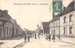 28-TREMBLAY LE VICOMTE-PASSANTS -N°R2042-A/0355 - Autres Communes