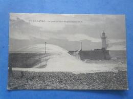 76-LE HAVRE La Jetée Par Tempète , Phare , Circulée En 1905 , 2 Scans - Cap De La Hève