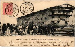 CPA Toulon- La Distribution Du Pain Au 8e Colonial Missiessy, SHIPS (763875) - Guerre