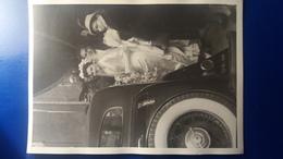 PHOTO DE MARIAGE  AVEC TRES BELLE VOITURE ANCIENNE  MODE TENUE D'EPOQUE - Marriages